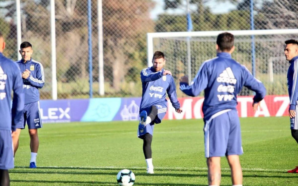 Messi entrena con la selección argentina