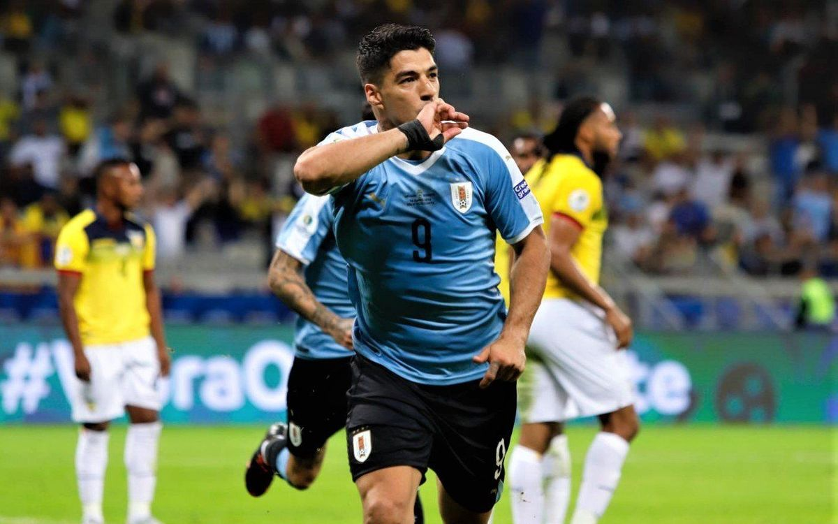 Luis Suárez, protagonista en la golejada de l'Uruguai