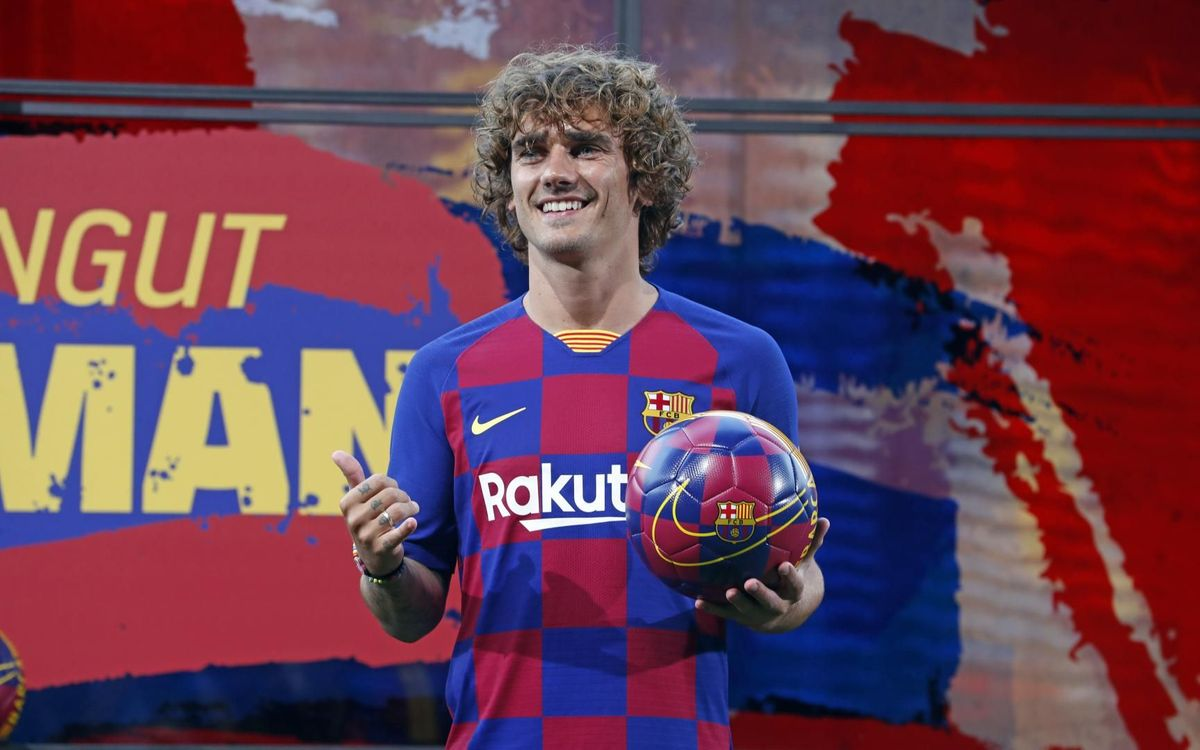 Griezmann puts on the Barça shirt