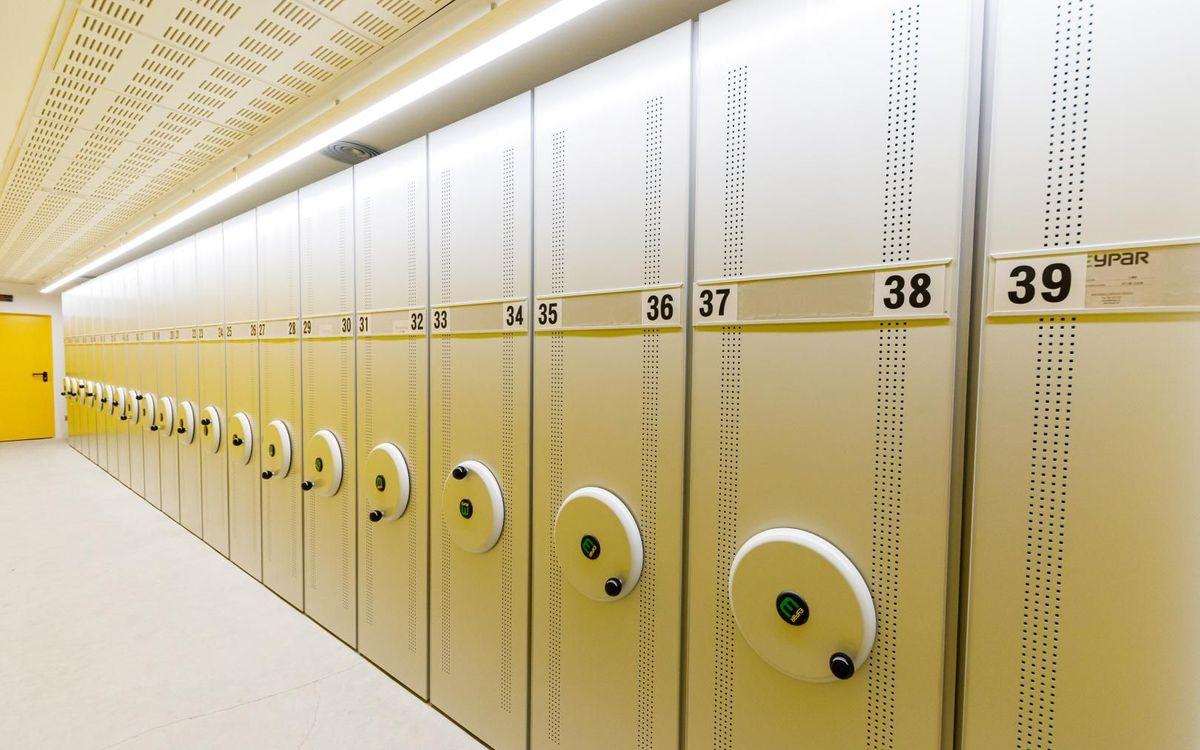 El archivo de documentación tiene 250 m² y dispone de módulos compactos