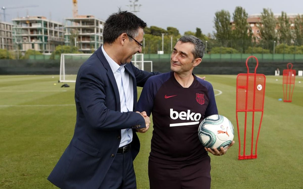 Bartomeu visits first team workout