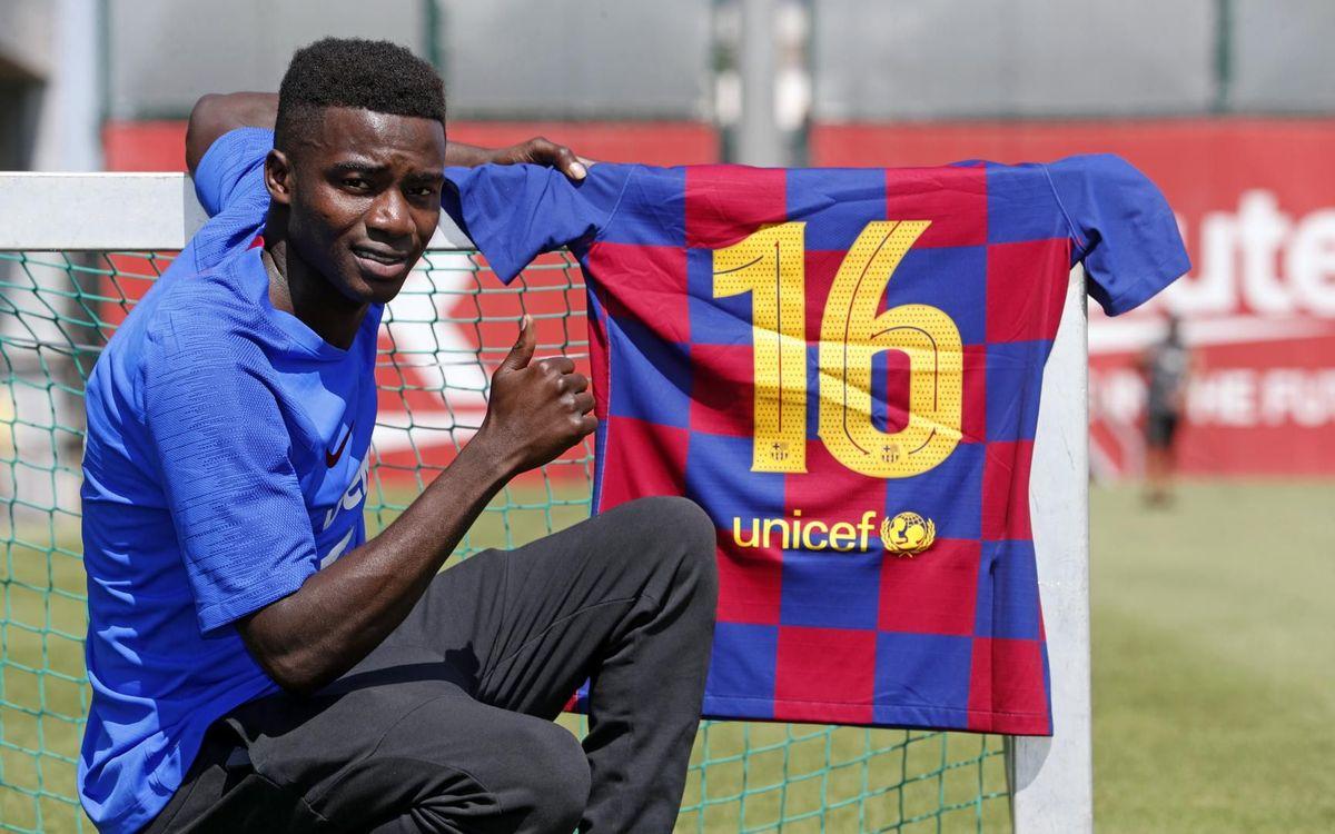 Moussa Wague amb el dorsal '16' - MIGUEL RUIZ-FCB