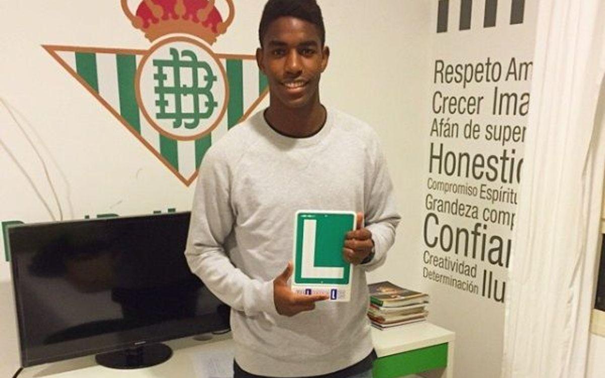 Su primer sueldo como futbolista lo invirtió en sacarse el carnet de conducir
