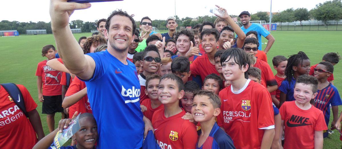 Belletti gaudeix al costat dels més petits als Clínics de les Barça Academy Orlando, Columbus i Chicago