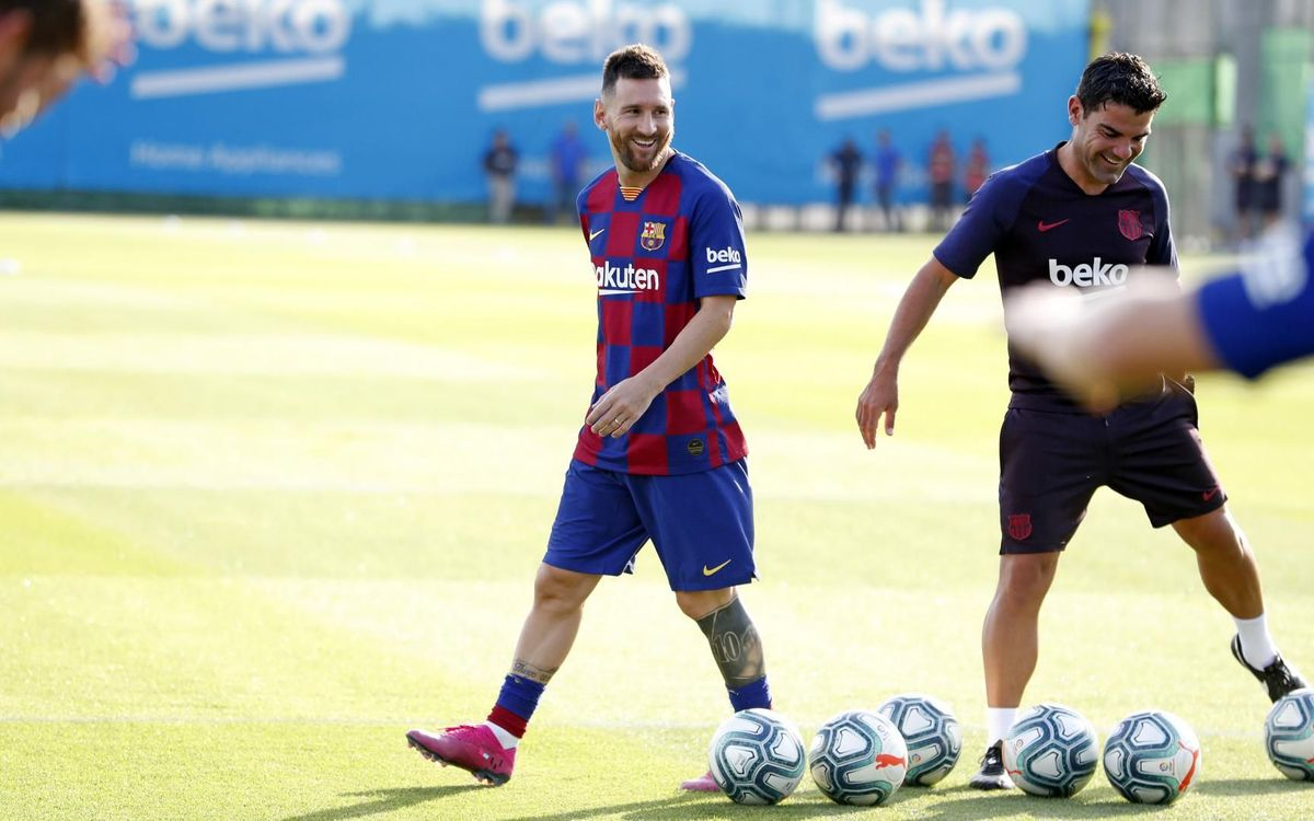 Messi trains with the team