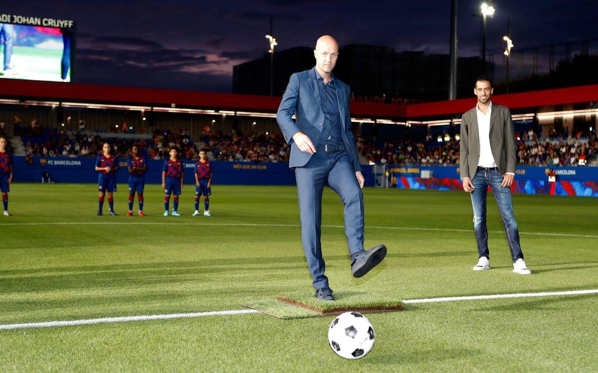 Jordi Cruyff hace el saque de honor