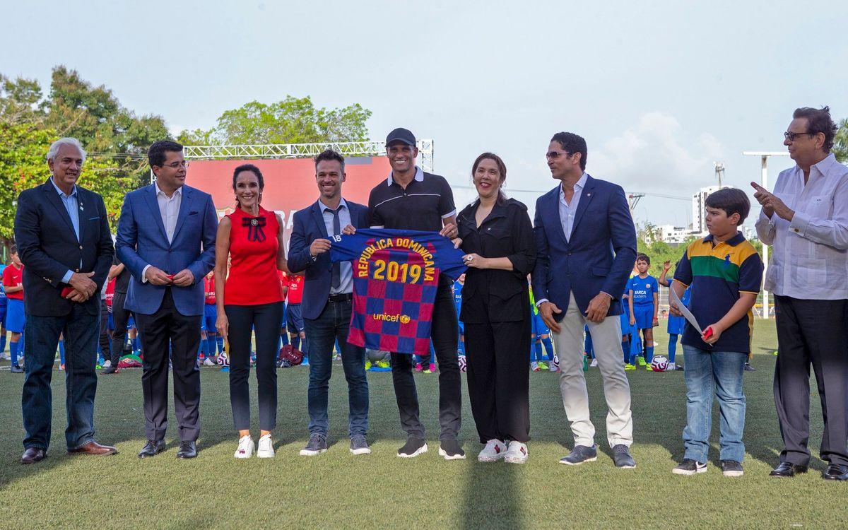 Rivaldo, convidat de luxe en la inauguració de la nova seu de Dominicana