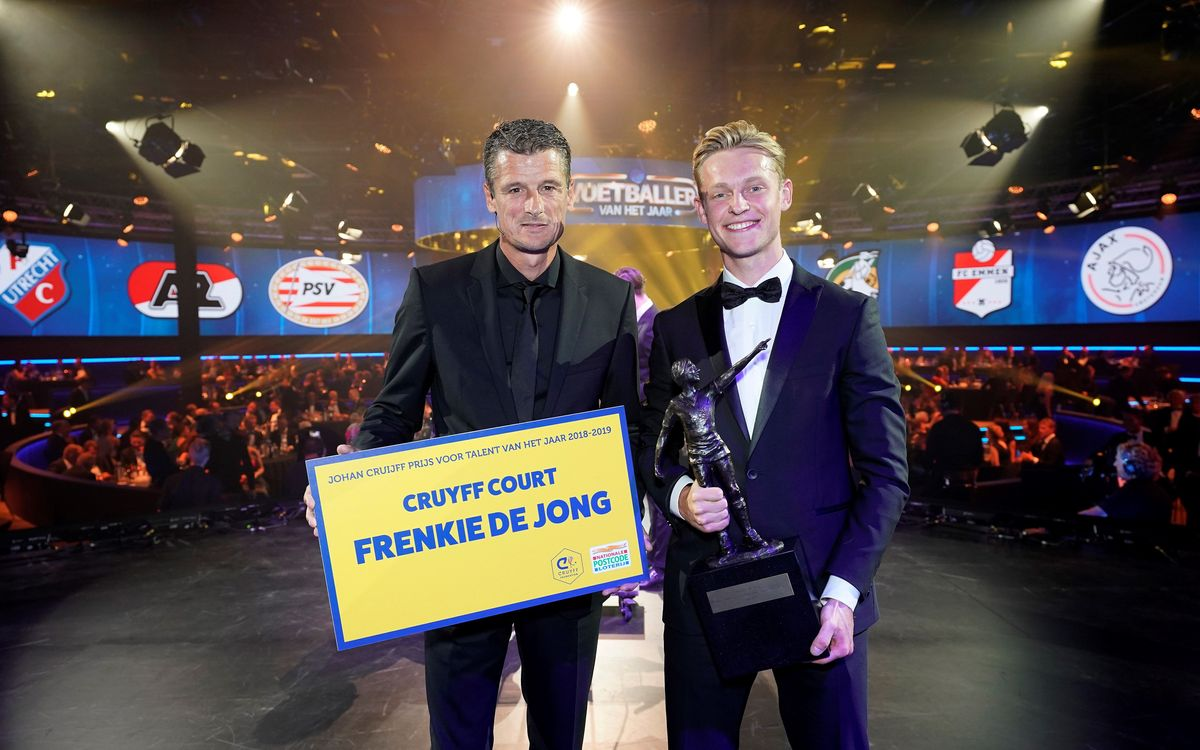 Frenkie de Jong receives the Johan Cruyff talent award