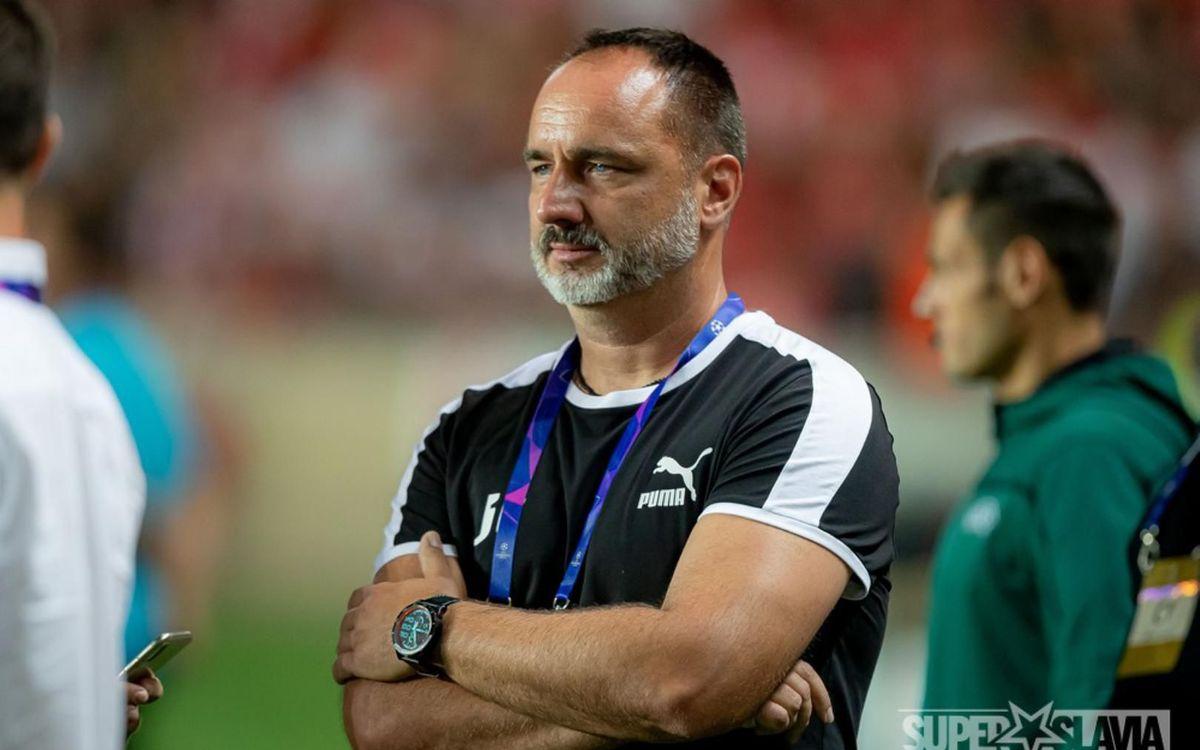 El entrenador JindrichTrpisovsky - Slavia de Praga