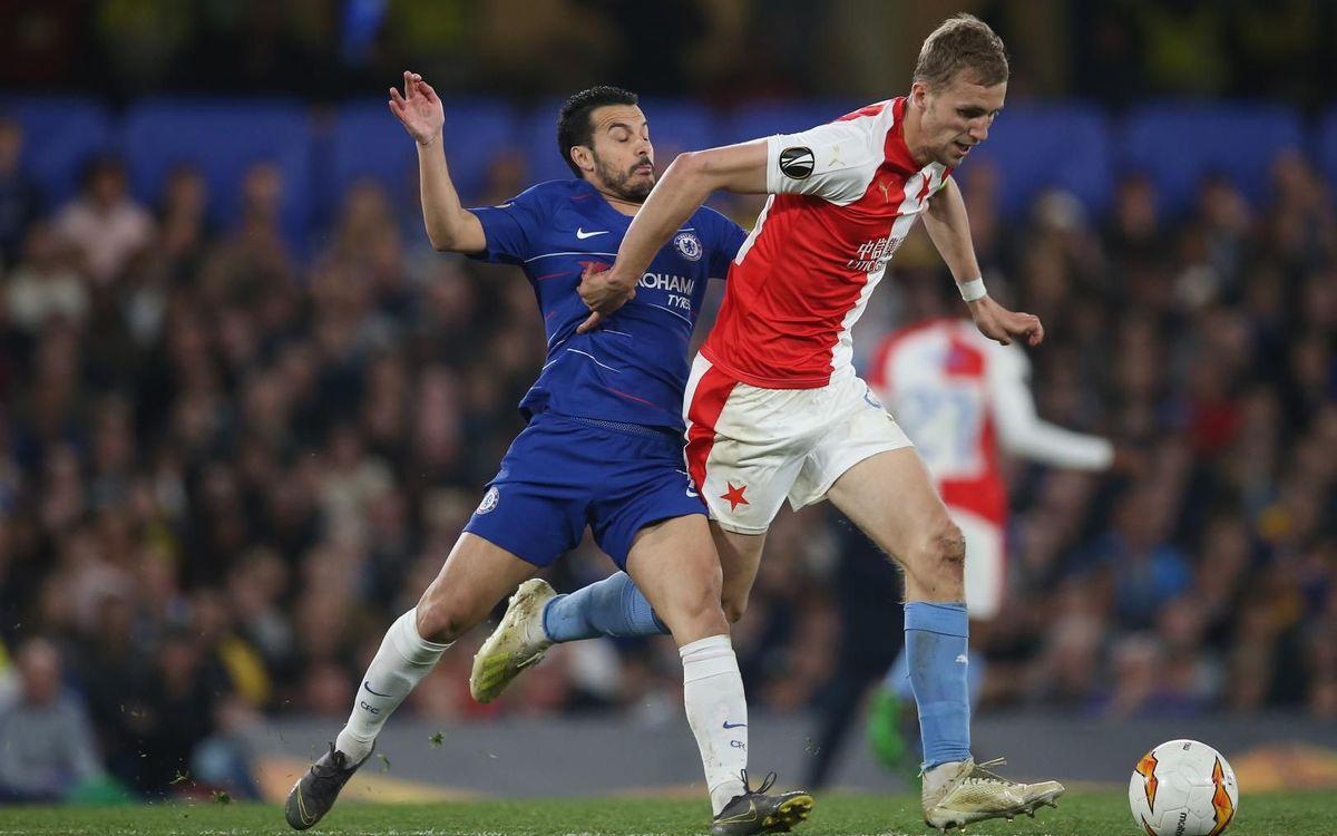 Tomas Soucek lluitant amb Pedro en el partit de quarts d'Europa League de l'any passat a Stamford Bridge - UEFA