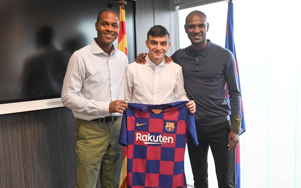 Pedri visits the FC Barcelona facilities