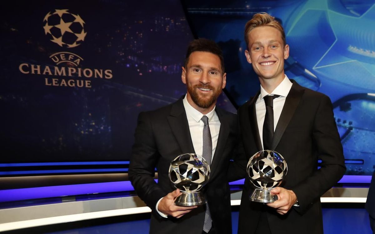 Messi and De Jong with the UEFA awards.