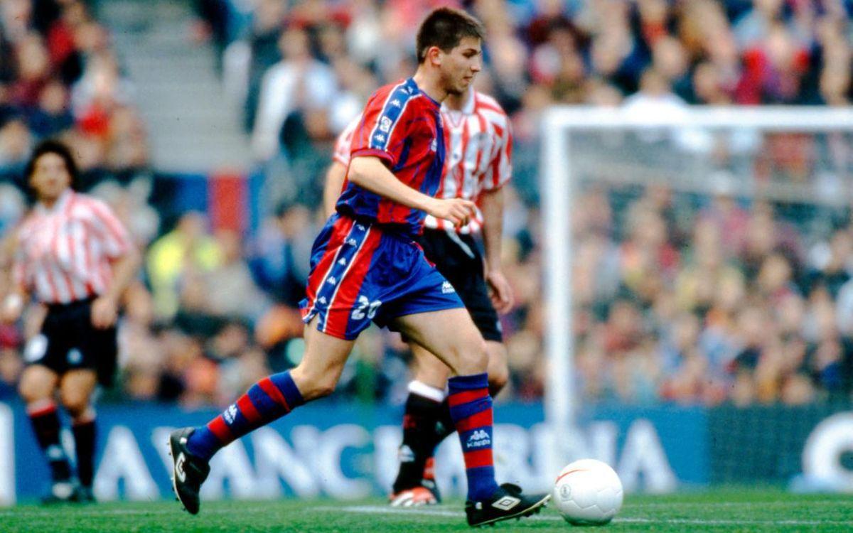 Albert Celades, jugando con el primer equipo del Barça.