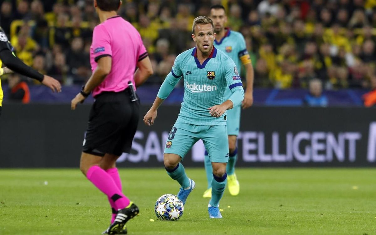 صور مباراة : بوريسيا دوتموند - برشلونة 0-0 ( 17-09-2019 )  Mini_2019-09-17-DORTMUND-BARCELONA-07