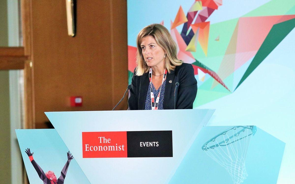 Marta Plana da una conferencia en Atenas en un acto organizado por 'The Economist'