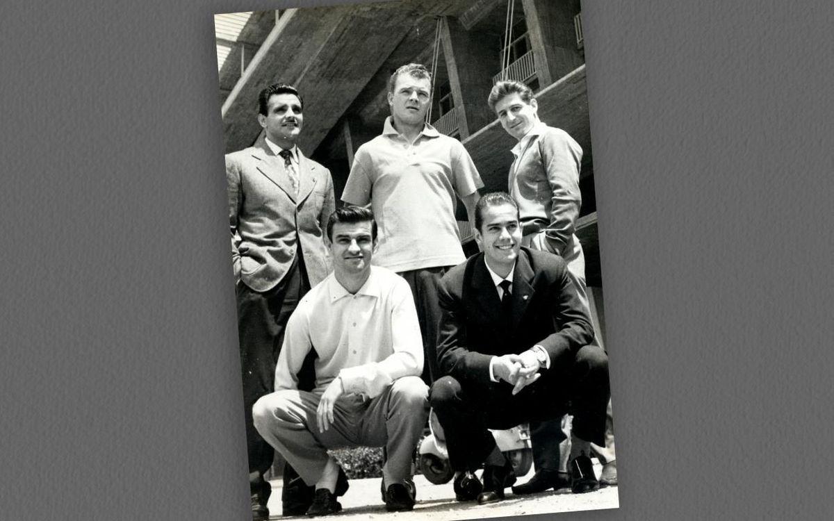 Dempeus, i d'esquerra a dreta, Villaverde, Kubala i Czibor, acompanyats de Kocsis i Suárez, a la part de sota. FOTO: Morera Falcó