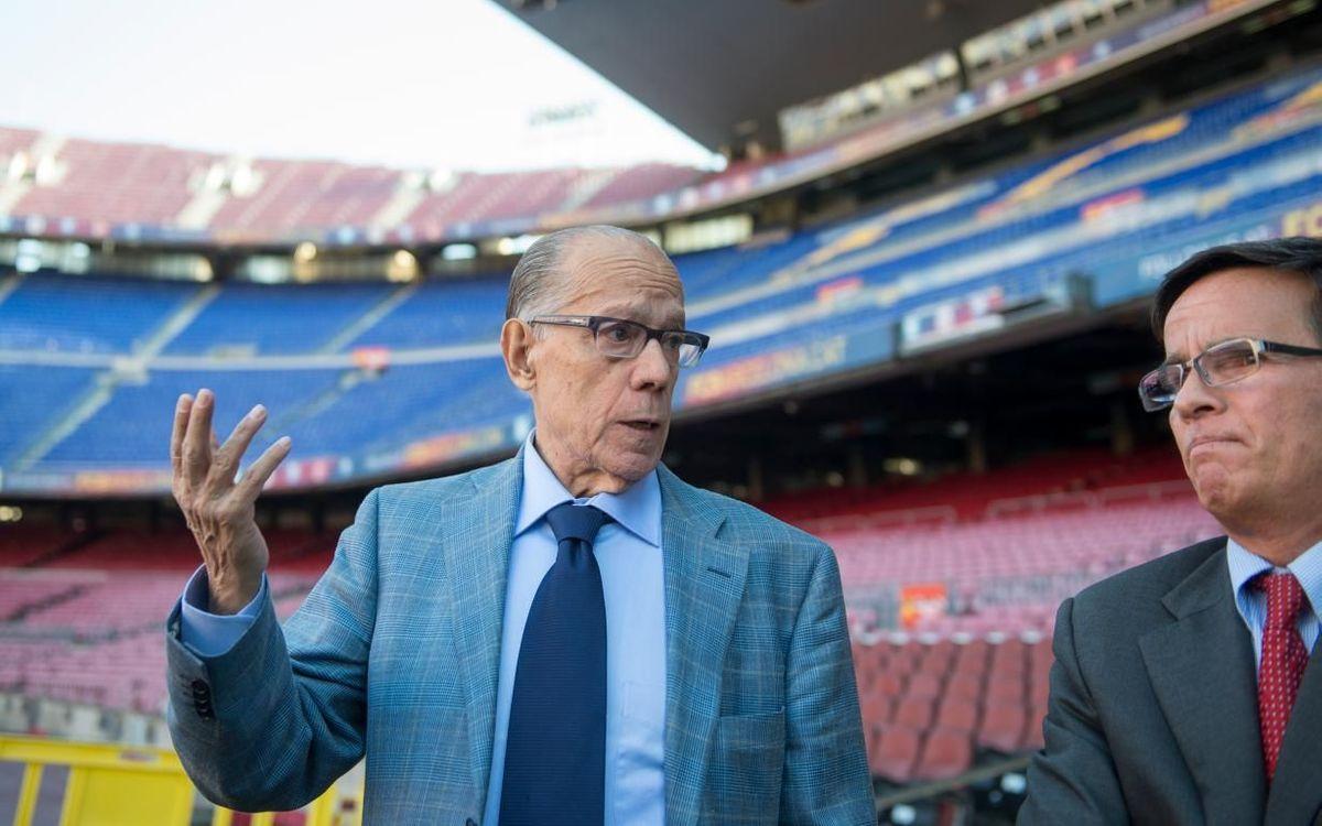 Luis Suárez, visitando el Camp Nou.