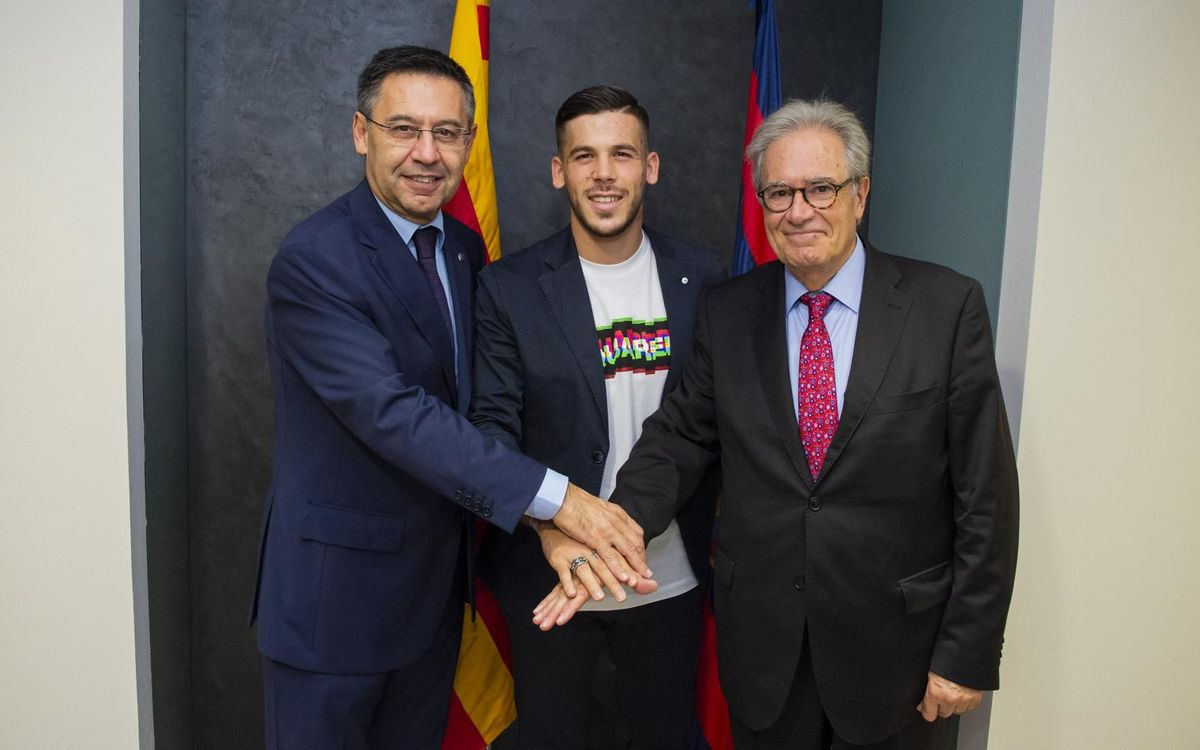FC Barcelona extend Carles Pérez's contract