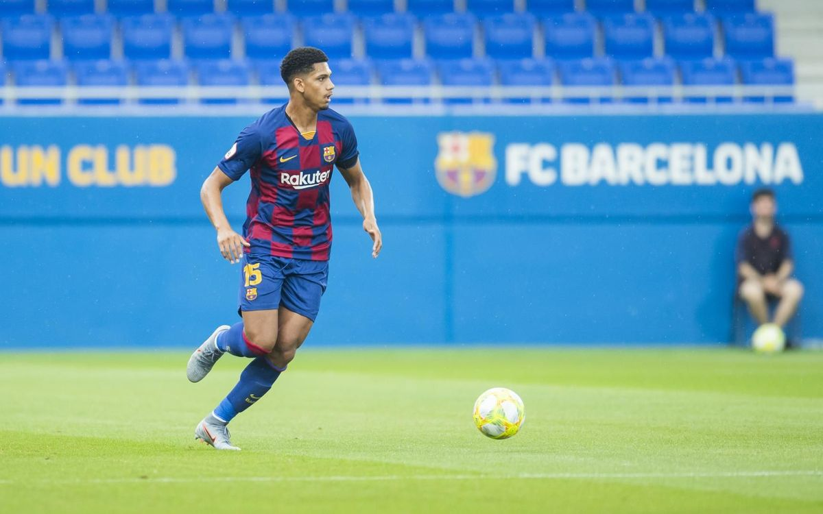 Ronald Araujo with a sprained ankle