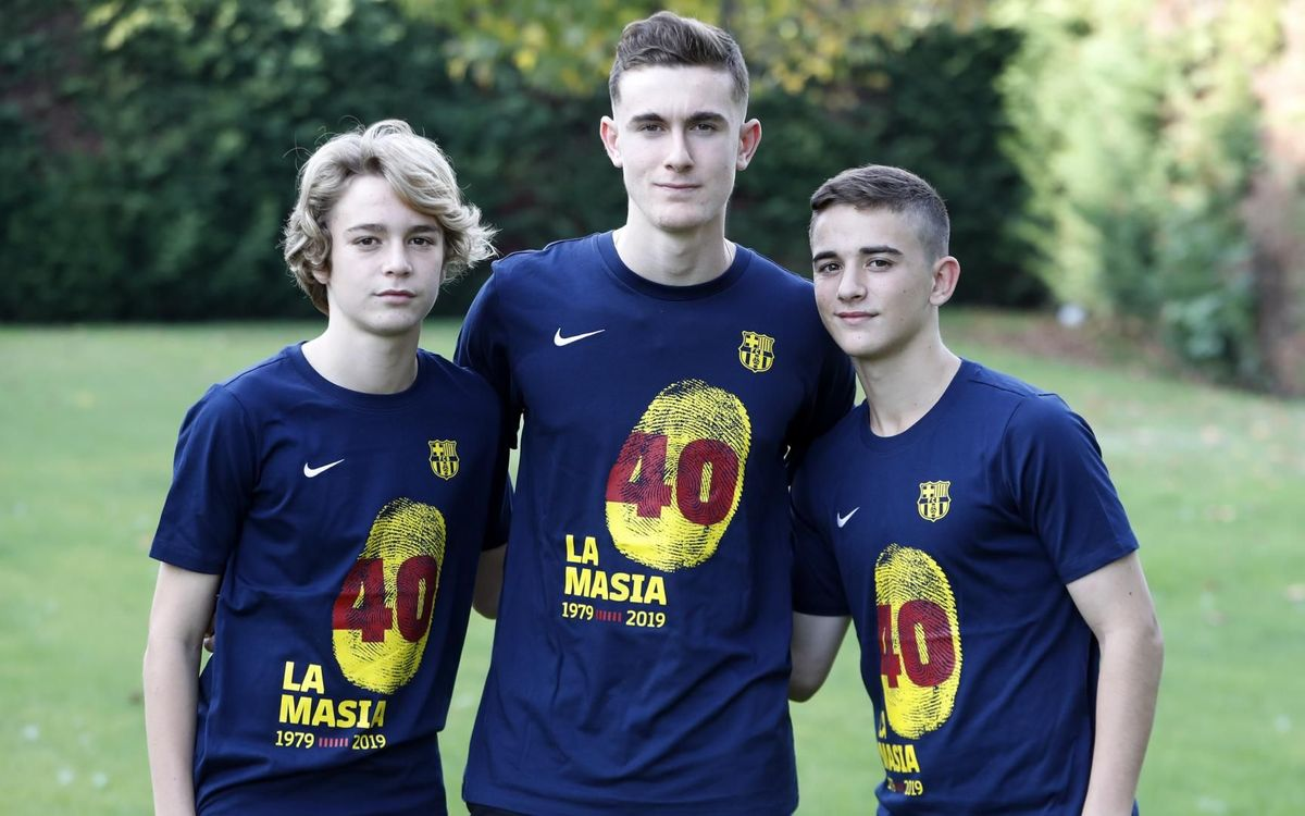 The players to wear a commemorative shirt before matches to mark 40 years of La Masia