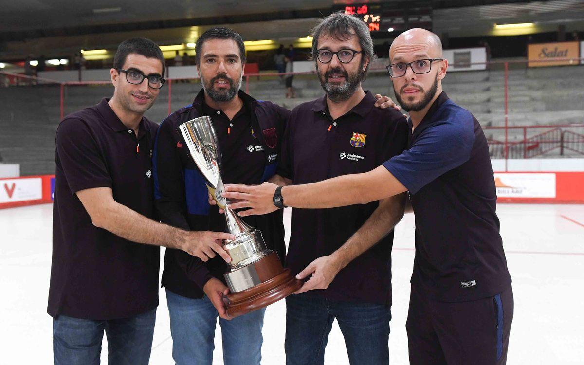Marc Gual, Jordi Roca, Edu Castro y Dani Fernández, con el trofeo de la Liga Catalana