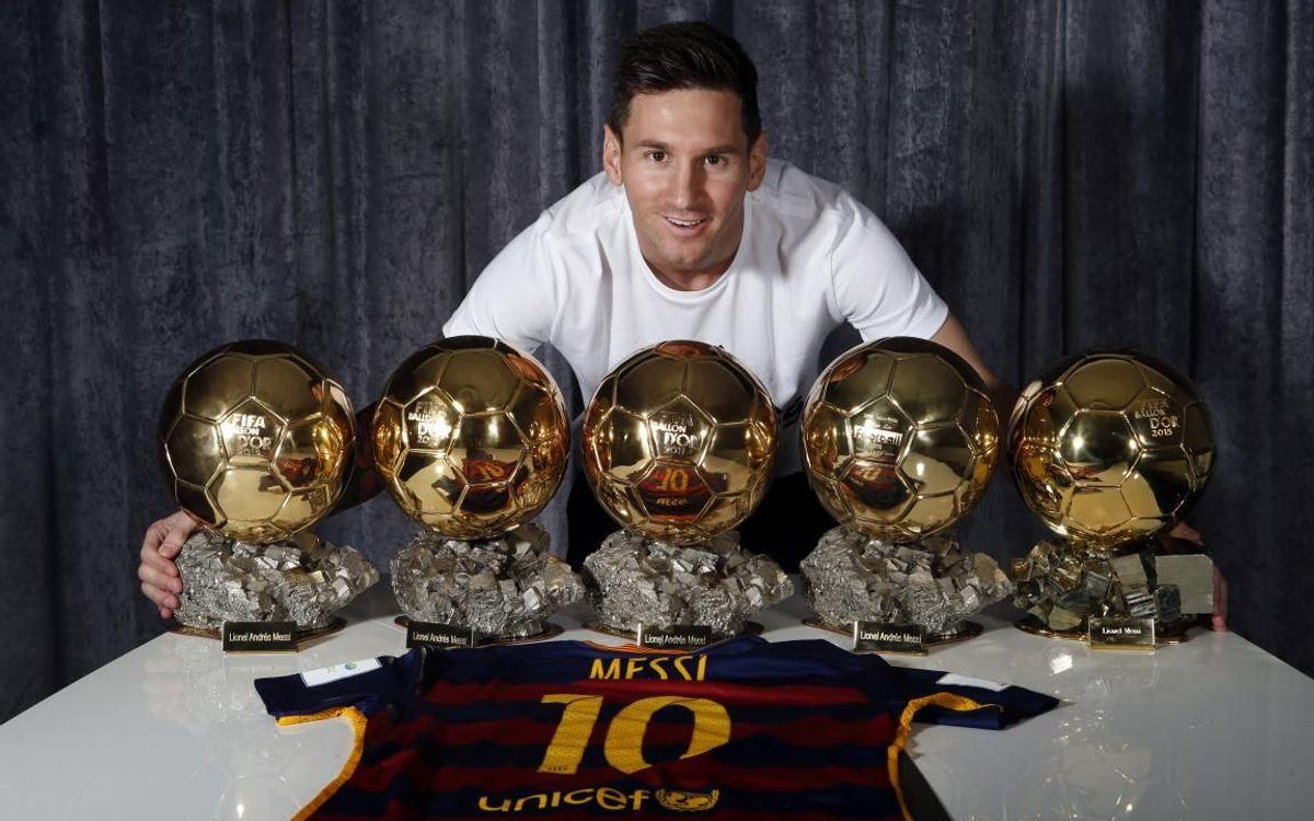 Leo Messi amb les seves cinc Pilotes d'Or