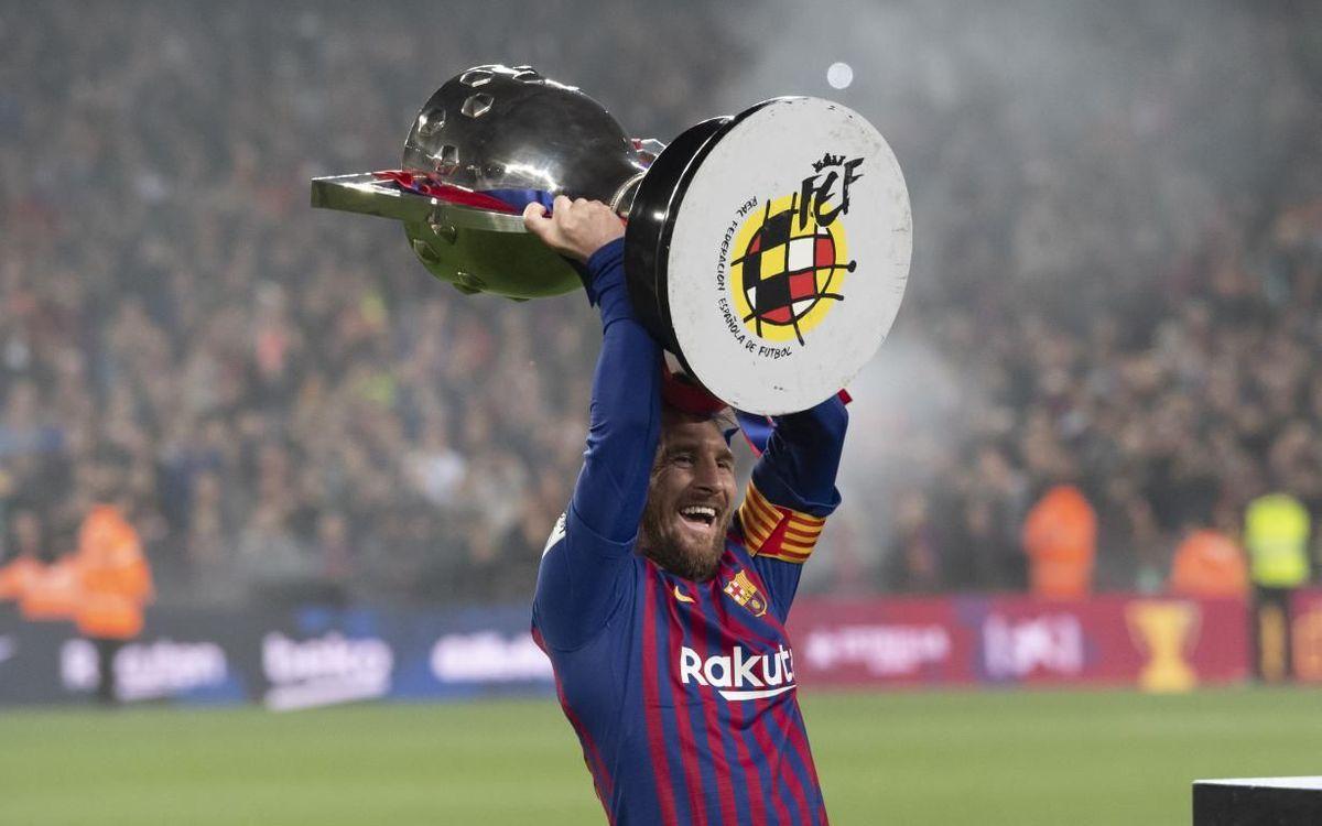 Leo Messi aixecant la Lliga de la temporada 2018/19