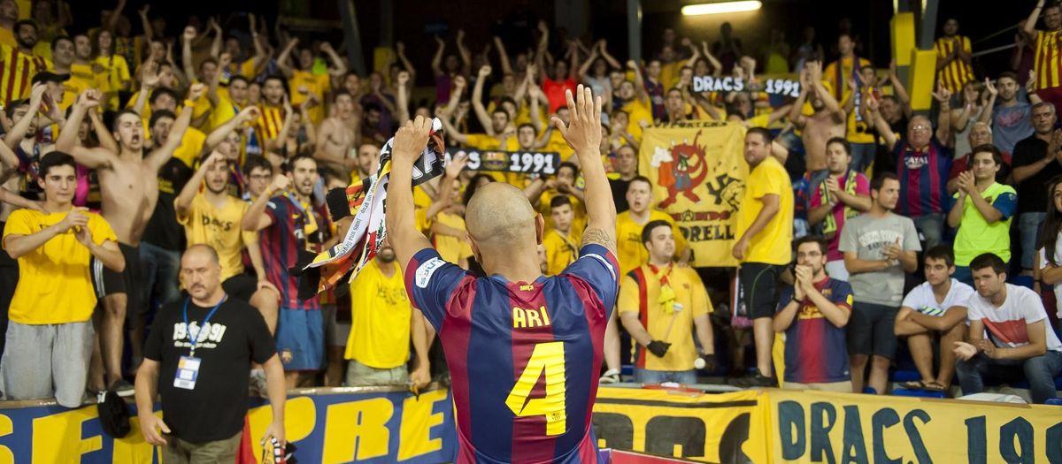 Homenaje a Ari Santos en el partido contra el Córdoba