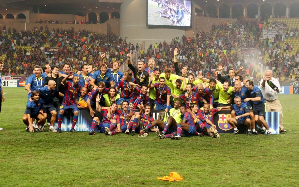 La plantilla del Barça celebrant la tercera Supercopa d'Europa de la història del Club