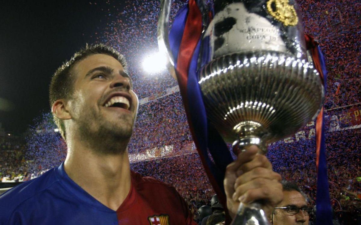Pique with the 2009 Copa del Rey trophy