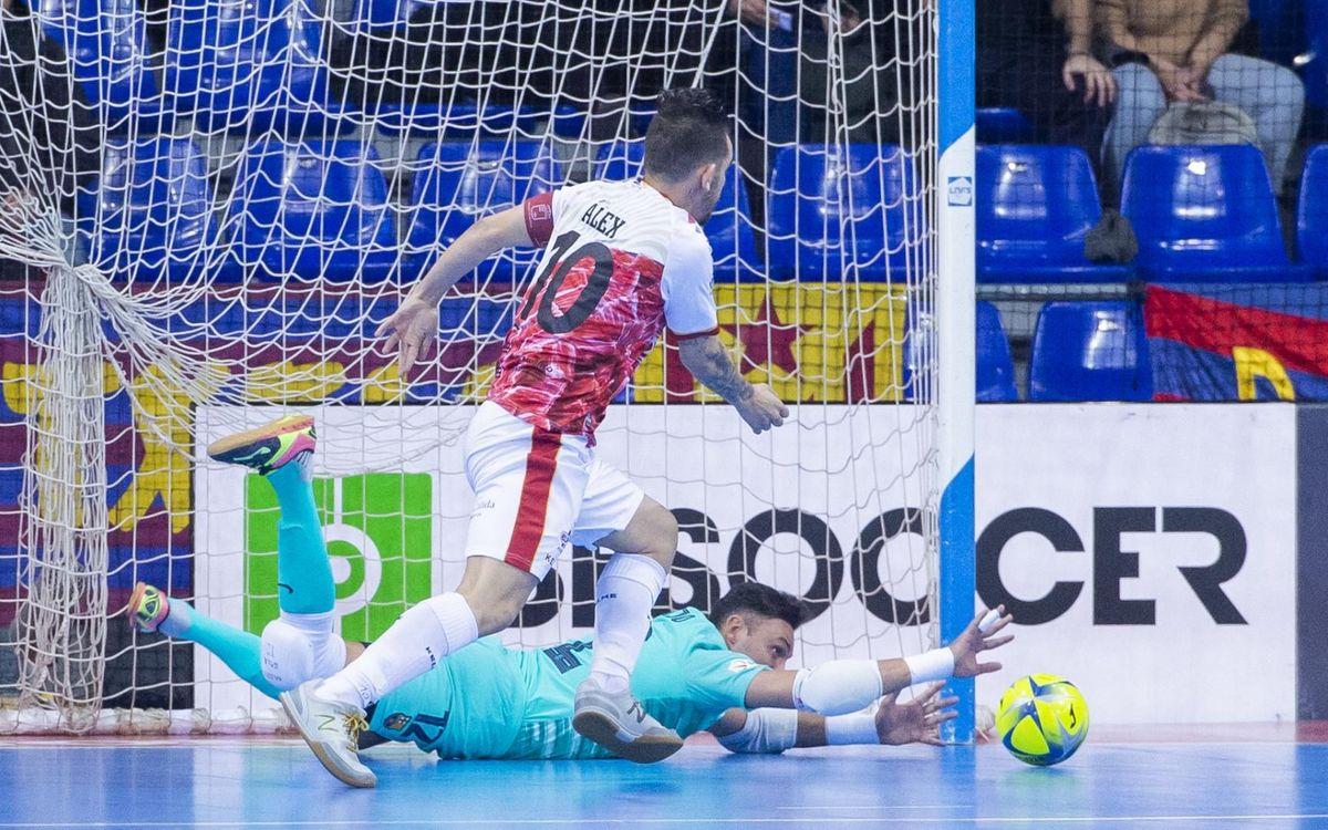 Juanjo, clau al llarg de tot el partit i influent en el resultat amb les seves aturades - Víctor Salgado