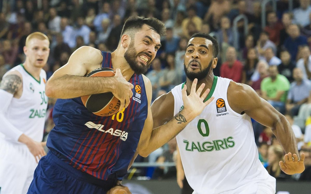 Brandon Davies up against Pierre Oriola in the 2017/18 season - VÍCTOR SALGADO-FCB