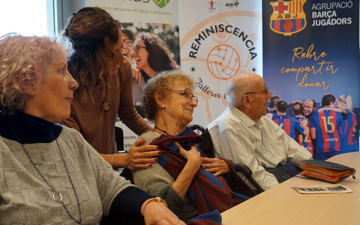 Els participants al Taller van rebre una samarreta històrica del FC Barcelona. ABJ