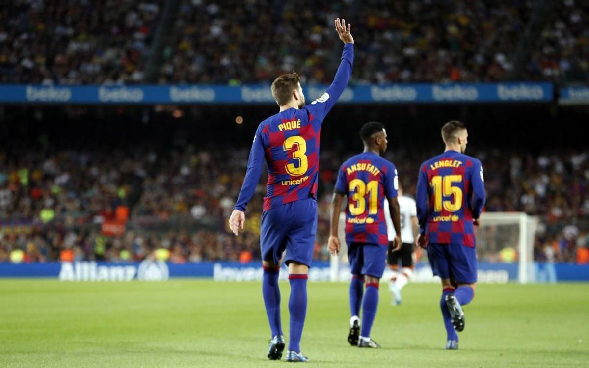 Piqué celebrando su primer gol de la temporada contra el Valencia