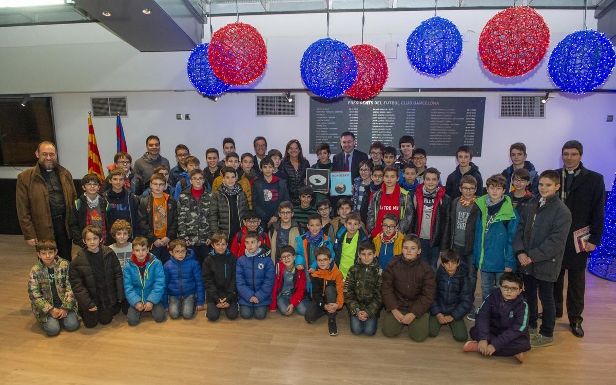L'Escolania de Montserrat visita el Camp Nou