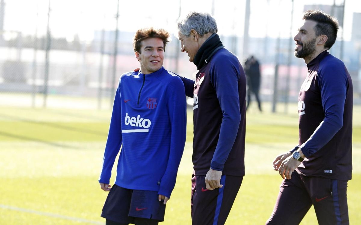 Quique Setién and Riqui Puig, during the Cantabrian's first training session