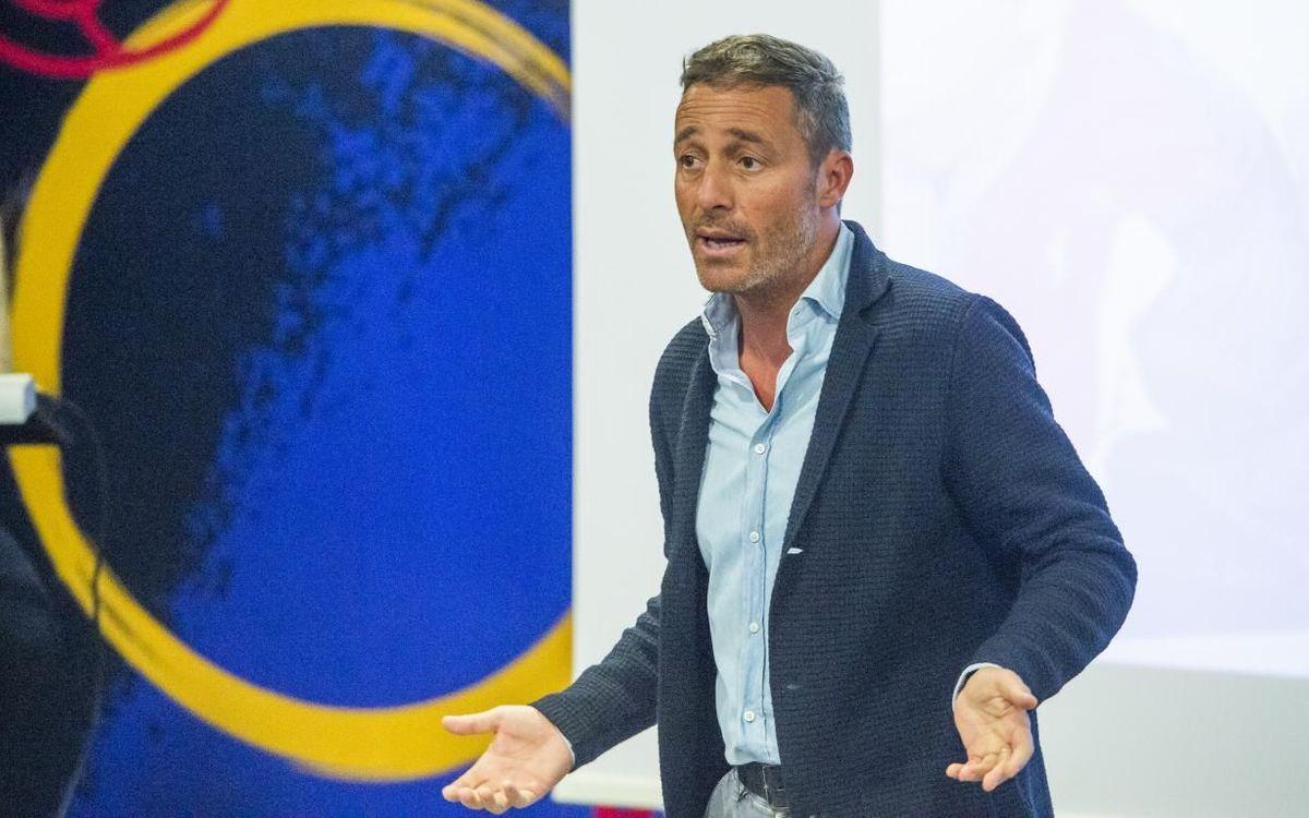 Charla de Óscar Cano a los técnicos de La Masia