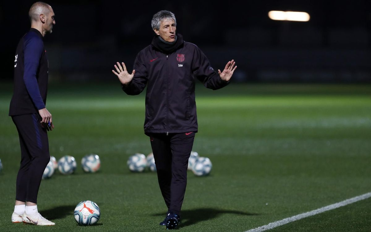 Quique Setién takes his first double training session