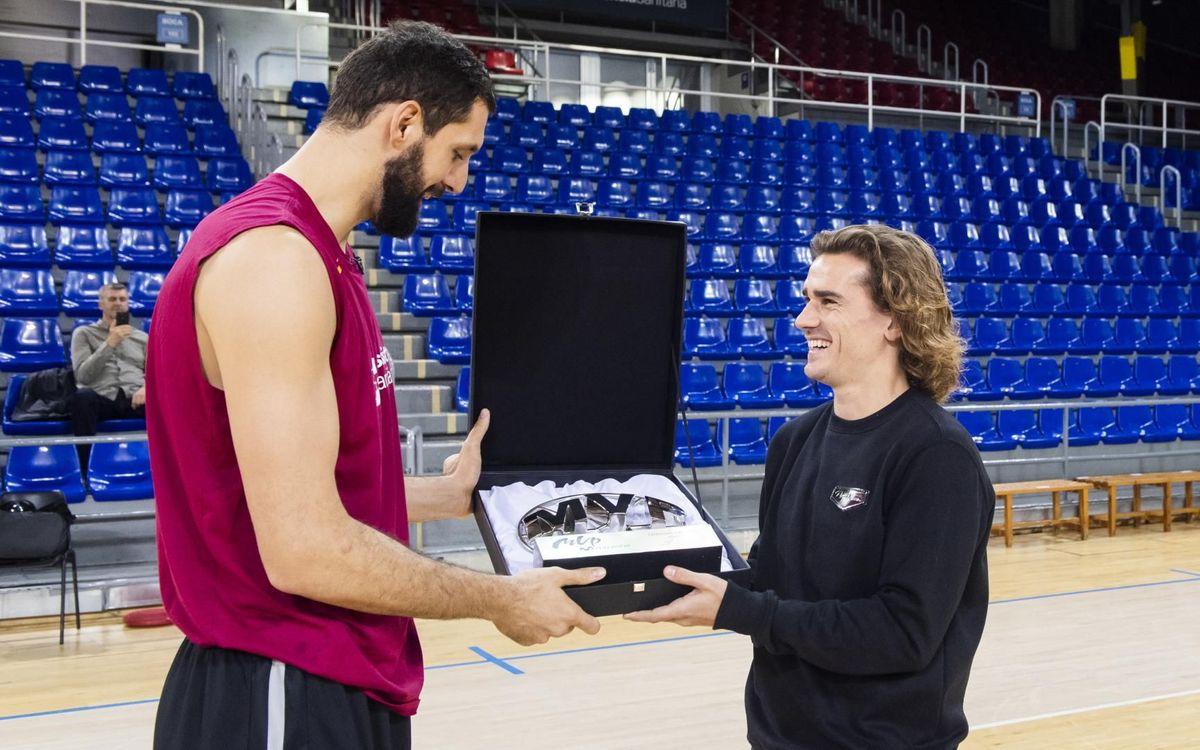 La suprise de Griezmann à Mirotic, la star du Barça Basket