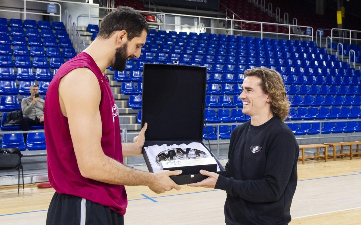 Griezmann surprises Mirotic at the Palau Blaugrana