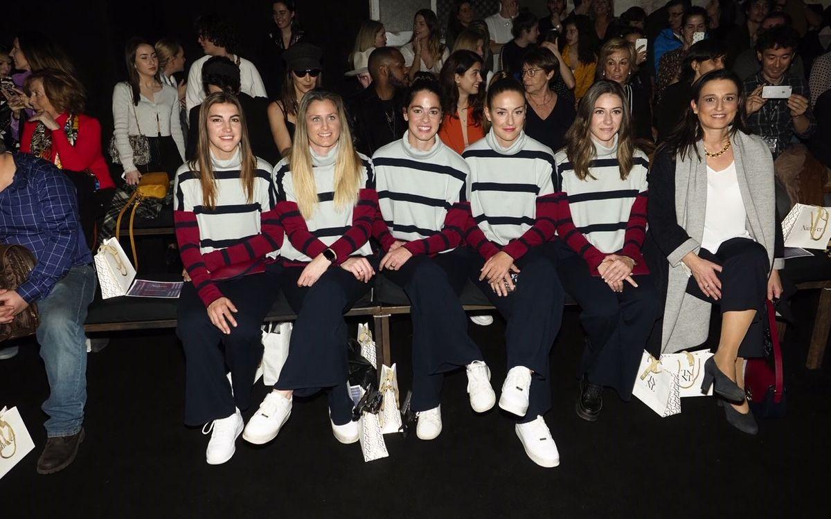 Las jugadoras del Barça Femenino asisten al desfile de Naulover en la 080