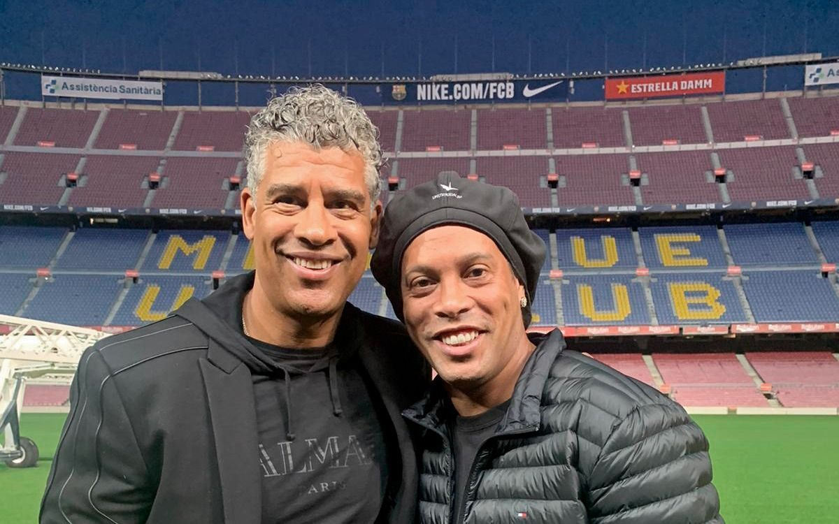 Ronaldinho and Rijkaard visit the Camp Nou