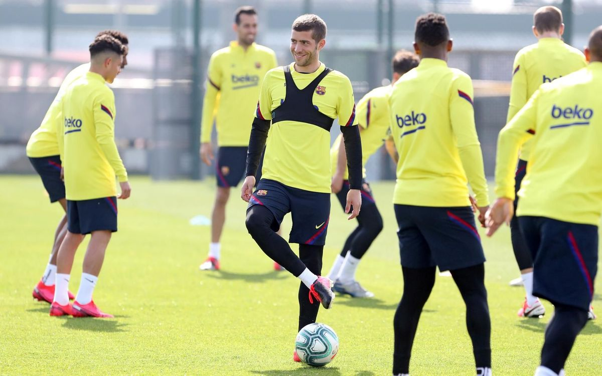 Sergi Roberto does part of training