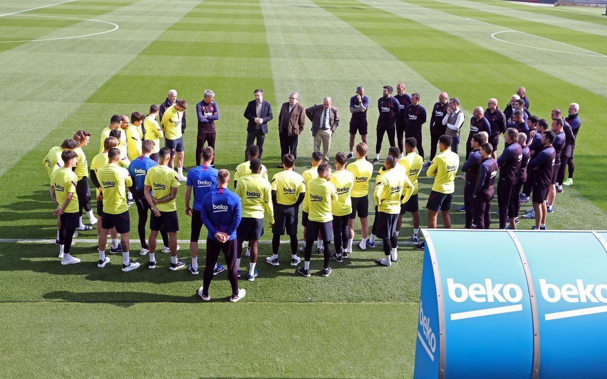 FC Barcelona first team suspends all activity