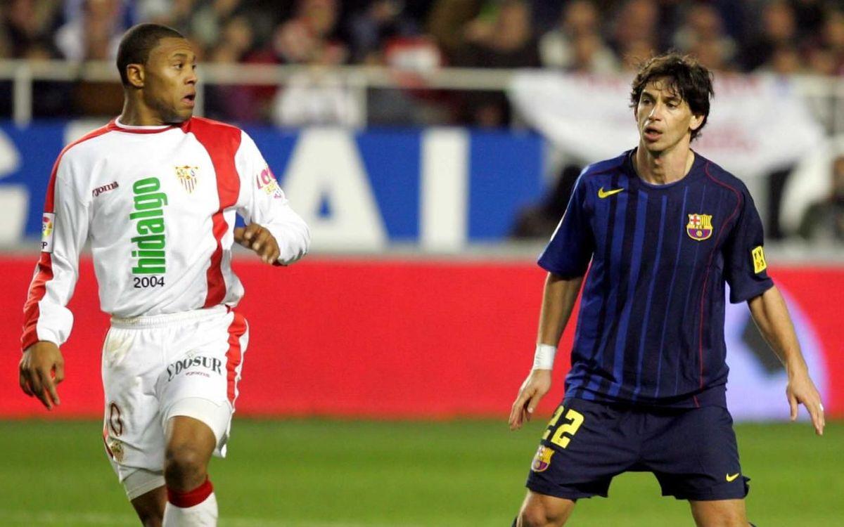 Julio Baptista i Demetrio Albertini, durant un Sevilla-Barça l'any 2005.