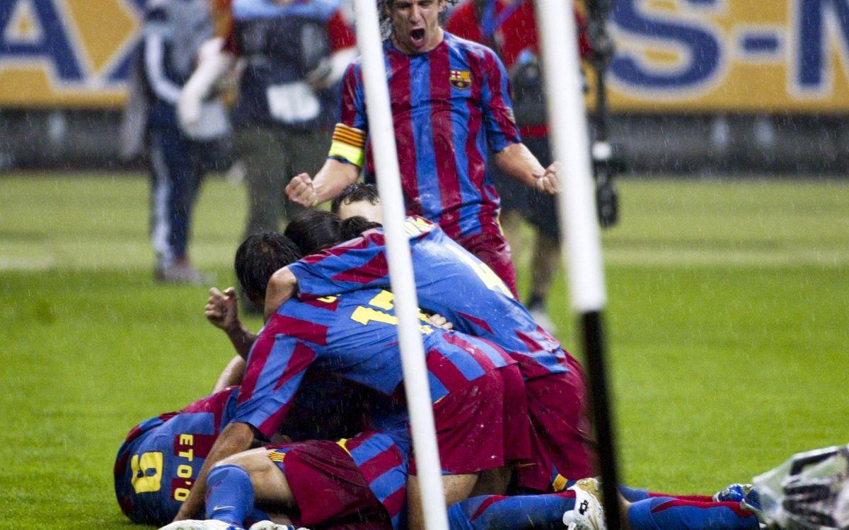 Les joueurs du Barça célèbrent le but de Belletti