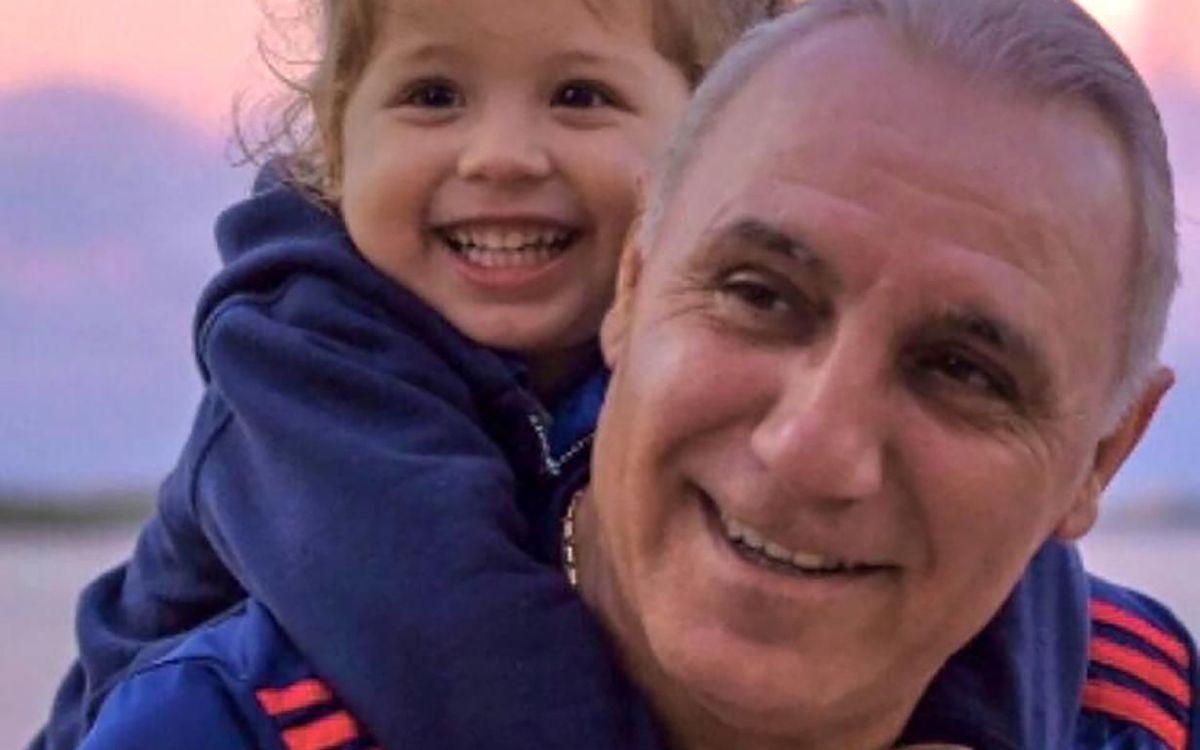 Hristo Stoichkov, with his granddaughter Mía.