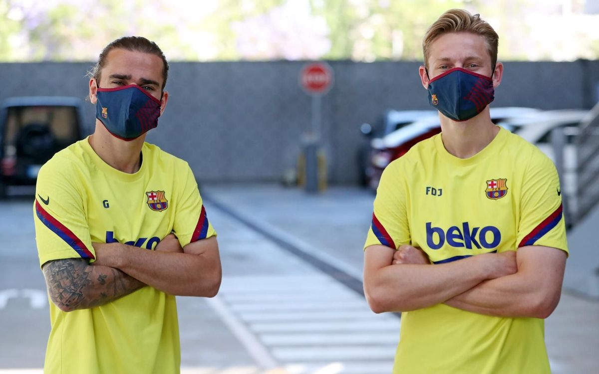 The players using the new Barça masks