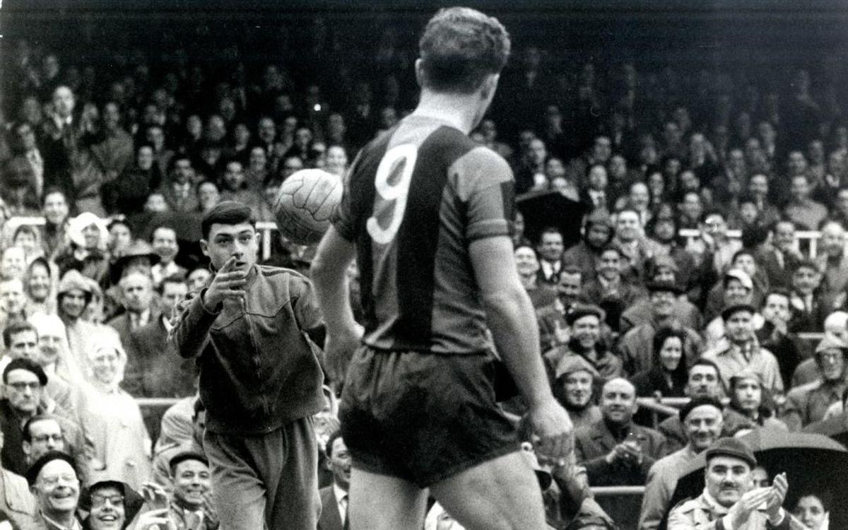Trong 11 năm khoác áo Barça (1950-61) ông giành tổng cộng 14 danh hiệu vô địch