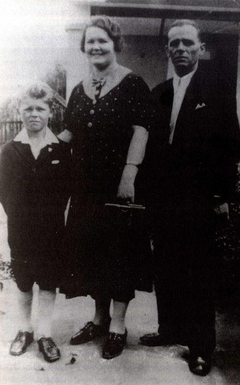 Ladislau Kubala sinh ra tại Budapest, Hungary, vào 10/6/1927 trong một gia đình Slovak có gốc gác Ba Lan.